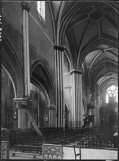 Intérieur : la nef vers le choeur, détail