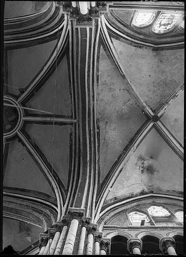 Intérieur : voûtes du transept gauche et de la croisée