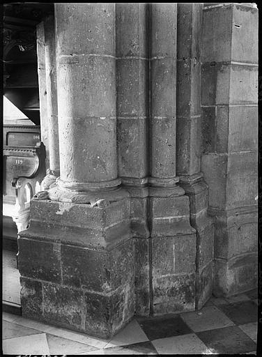 Intérieur : base de pilier