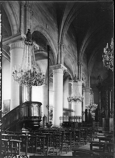 Intérieur : la nef et la chaire