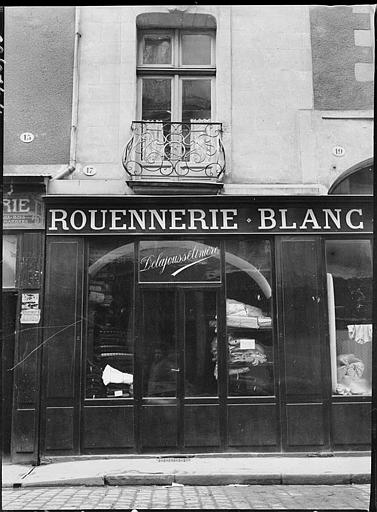 Devanture de boutique : Rouennerie Blanc