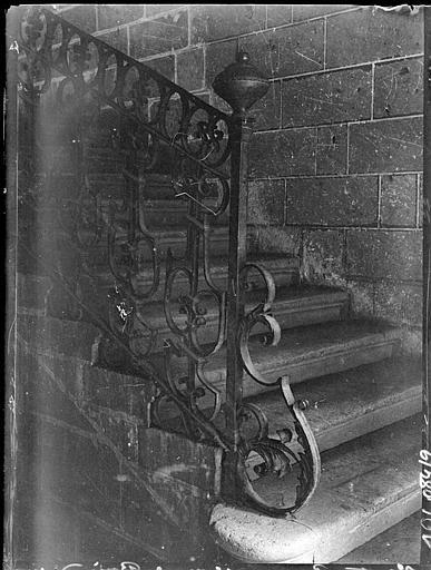 Départ de rampe d'escalier en fer forgé