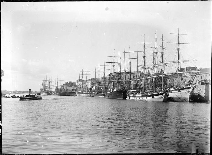 Grands voiliers à quai