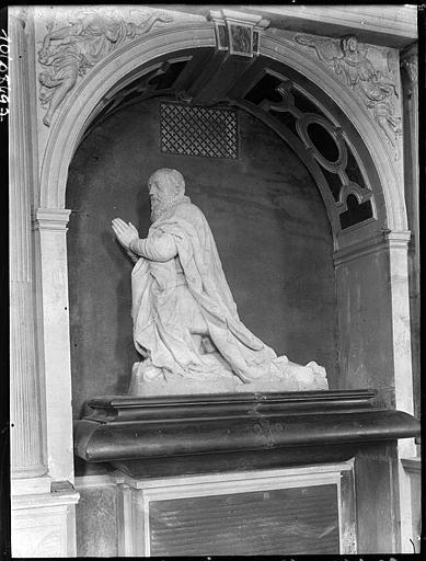 Intérieur : tombeau du duc d'Effiat, statue agenouillée