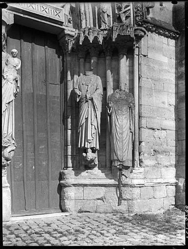 Portail ouest : statues du  piédroit