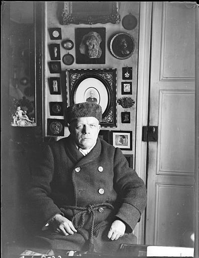 Portrait de Froehner dans son appartement
