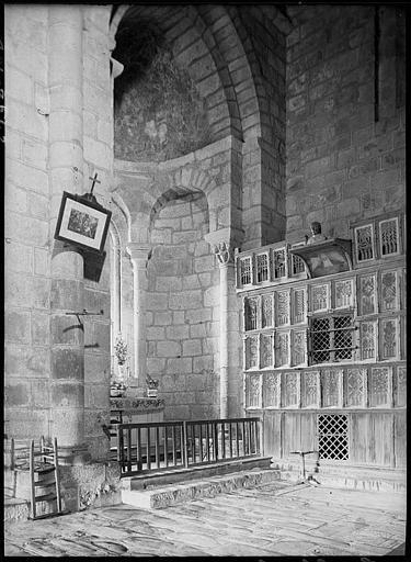 Intérieur : chapelle de la Vierge et armoire à reliques ou buffet de saint Geoffroy