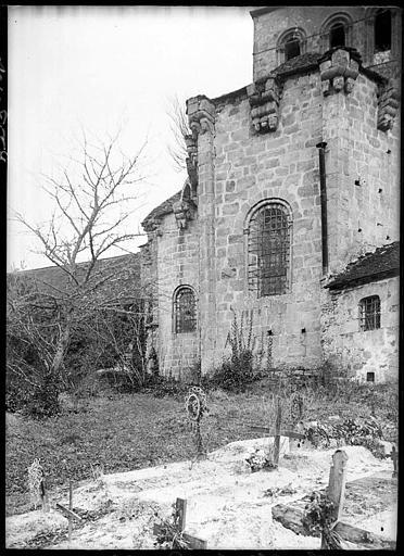 Abside et cimetière