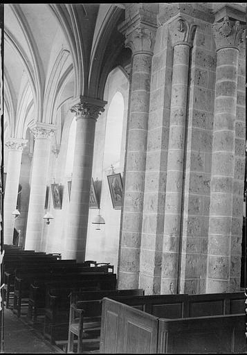 Intérieur : détail du bas-côté, piliers et chapiteaux