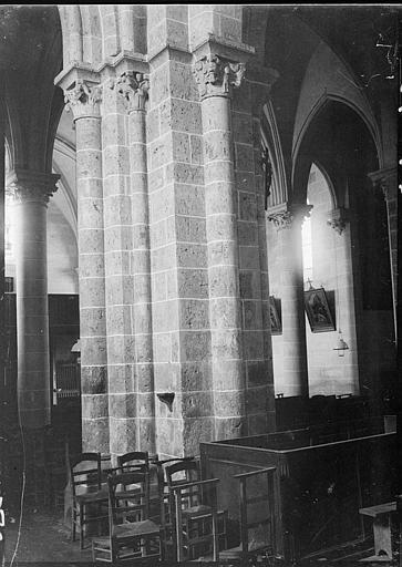Intérieur : chapiteaux de la nef