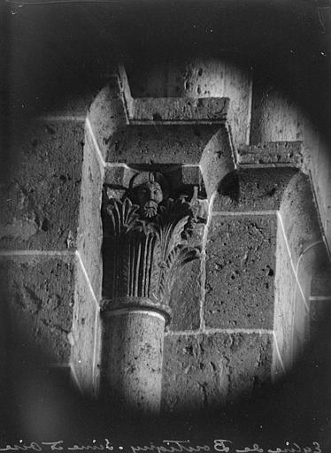 Intérieur : chapiteau du transept droit