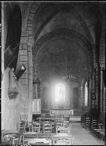 Intérieur : la nef vers le choeur