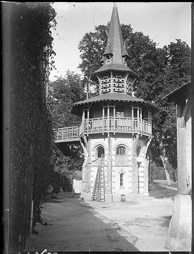 Construction d'un nouveau pavillon, clocher