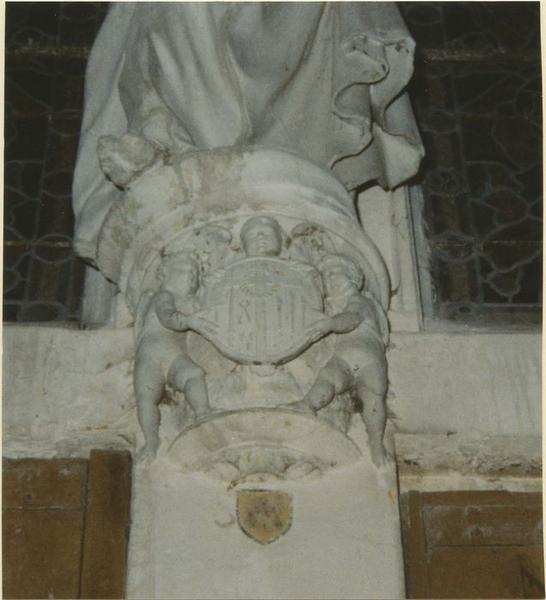 Statue : Christ portant le globe, détail de la console