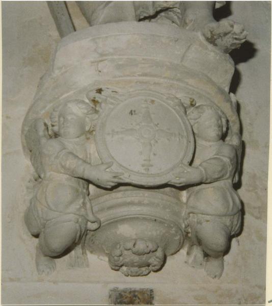 Statue: saint Mathias, détail de la console
