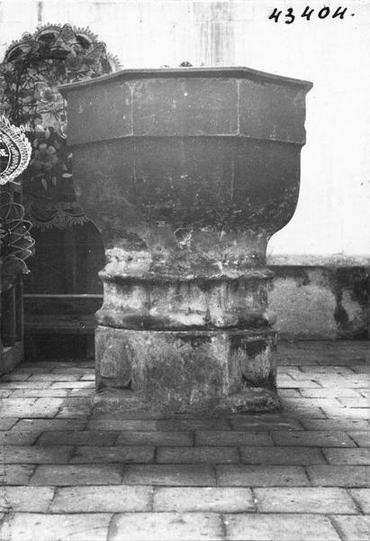 fonts baptismaux, vue générale