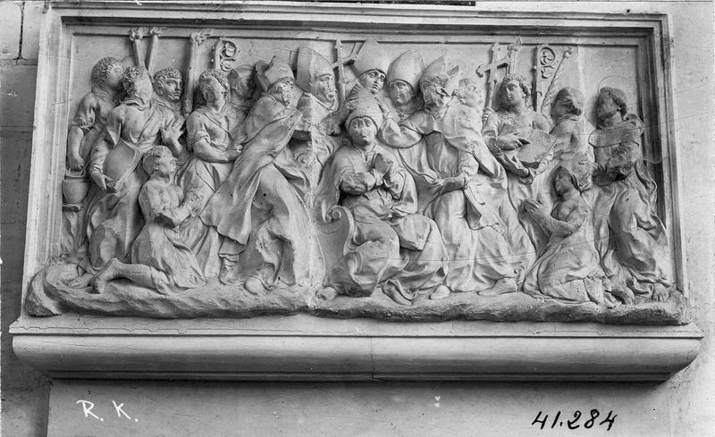 Relief : sacre d'un évêque