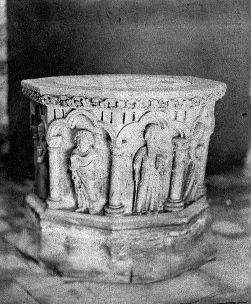 Fonts baptismaux : Apôtre