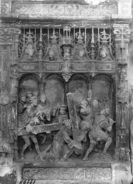 Retable, haut-relief : Portement de Croix, Crucifixion, Résurrection