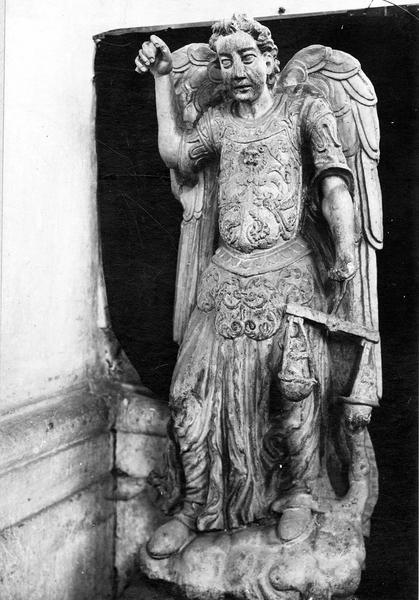 statue : saint Michel pesant les âmes, vue générale