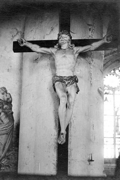 Statue (crucifix) : Christ en croix