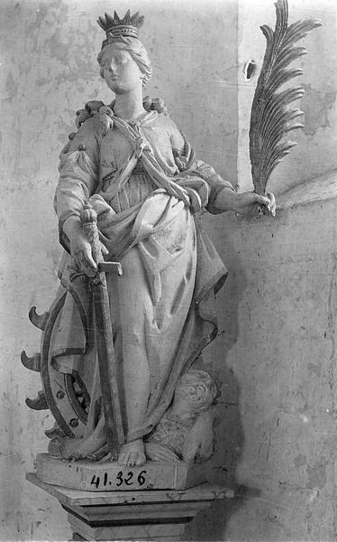 statue (petite nature) : sainte Catherine, vue générale