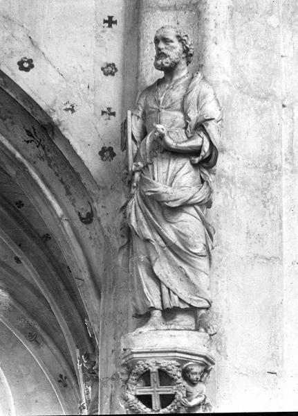 12 statues : Apôtres