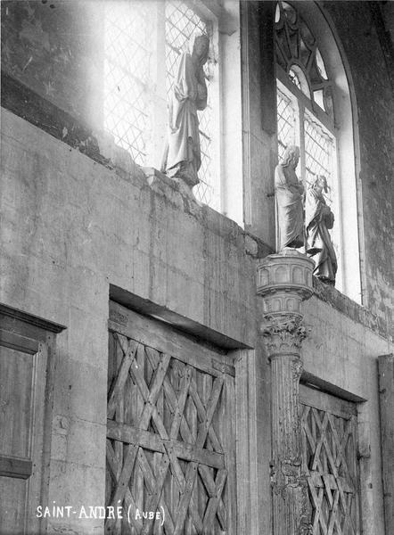 2 statues : Saint Jean et Vierge de Calvaire