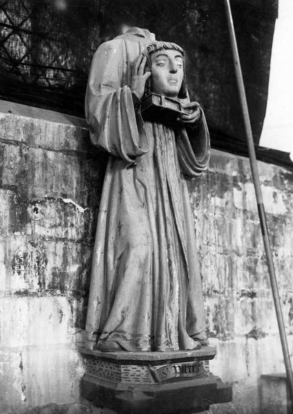 Statue : Saint Parres portant sa tête