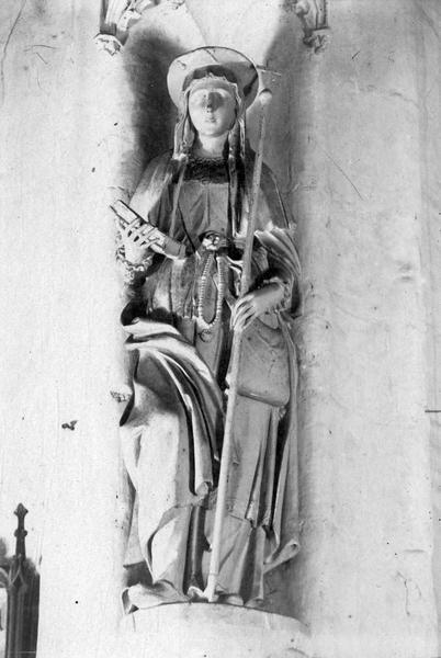 statue : sainte Syre, vue générale