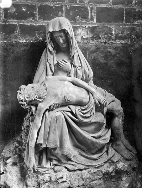 groupe sculpté : Vierge de Pitié, vue générale