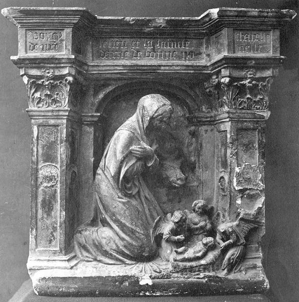 Haut-relief : Vierge agenouillée devant l'Enfant