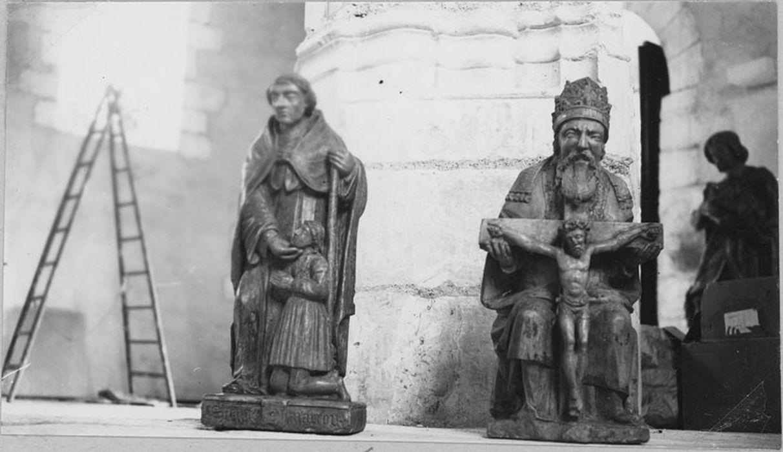 2 statues : Dieu le Père, saint Roch (disparues)
