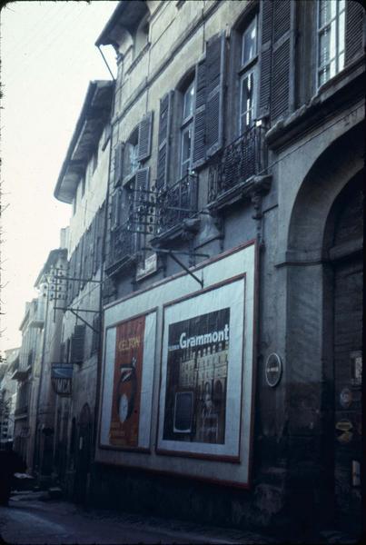 Communs de l'hôtel : façade sur rue
