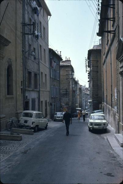 Rue du Bon-pasteur : vue prise vers l'ouest, au niveau de la chapelle des Pénitents-Bleus