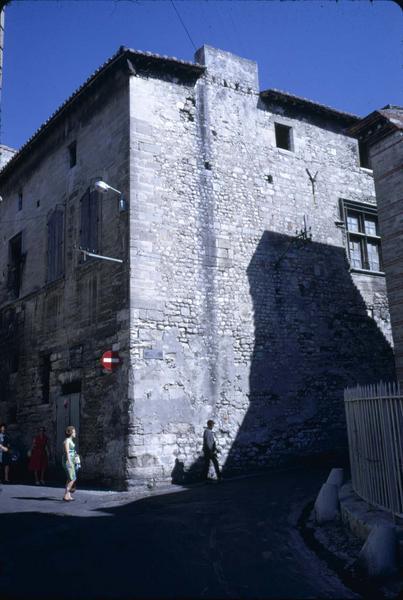 Rue du Grand-Prieuré : immeuble à l'angle de la rue Dominique-Maïsta