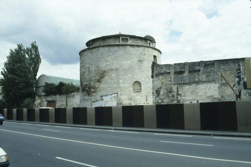 Tour et enceinte de l'ancien château