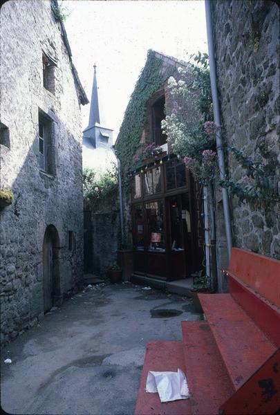 Cour intérieure d'une maison aux abords de la chapelle Notre-Dame-la-Blanche