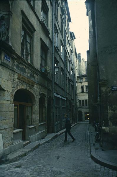 Rue de la Fronde : vue prise depuis la place du Petit-Collège