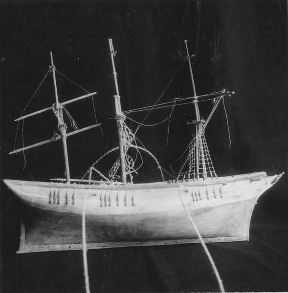 Ex-voto : maquette de bateau à trois mats
