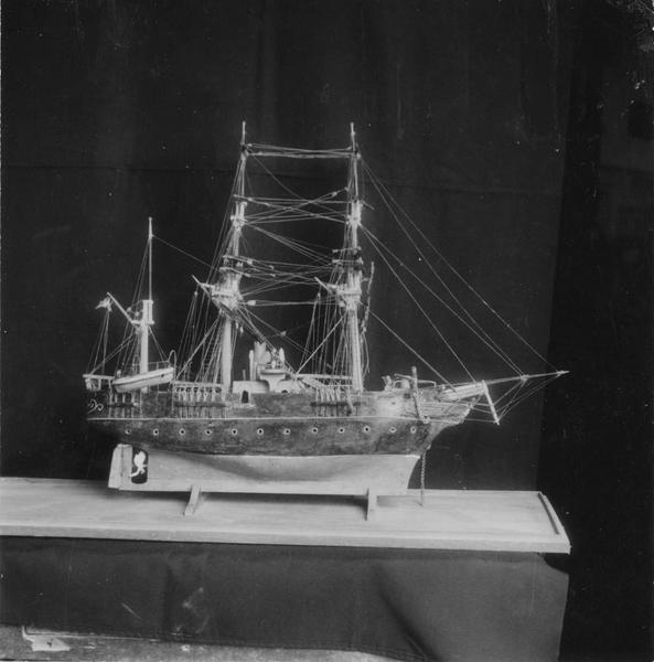 Ex-voto : maquette du voilier Jean-François