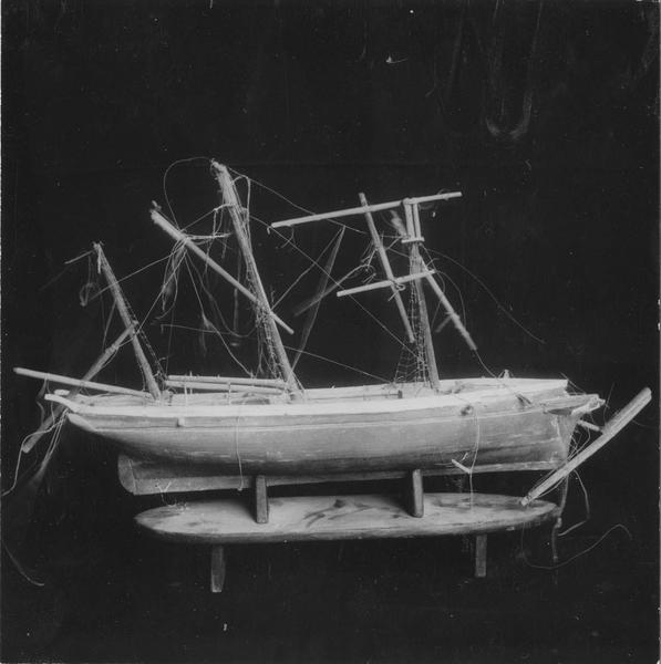Ex-voto : maquette du voilier Gaston et Lina
