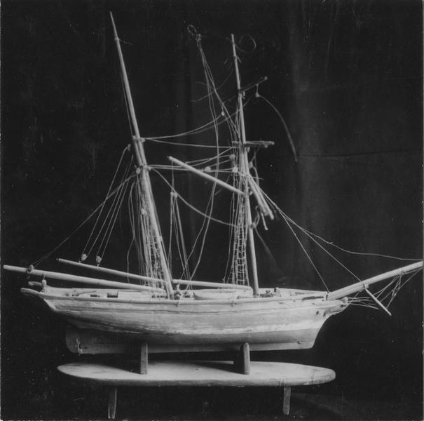 Ex-voto : maquette de voilier à deux mats