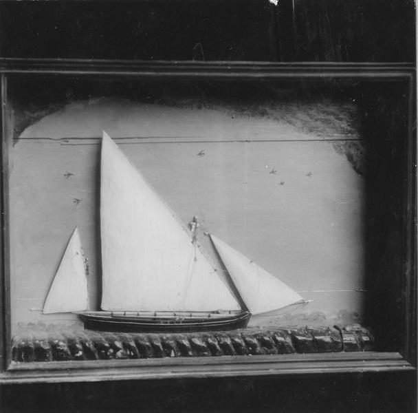 Ex-voto : demi-maquette de voilier, cadre