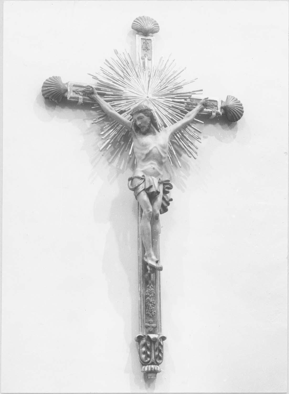 statue : Christ en croix, vue générale