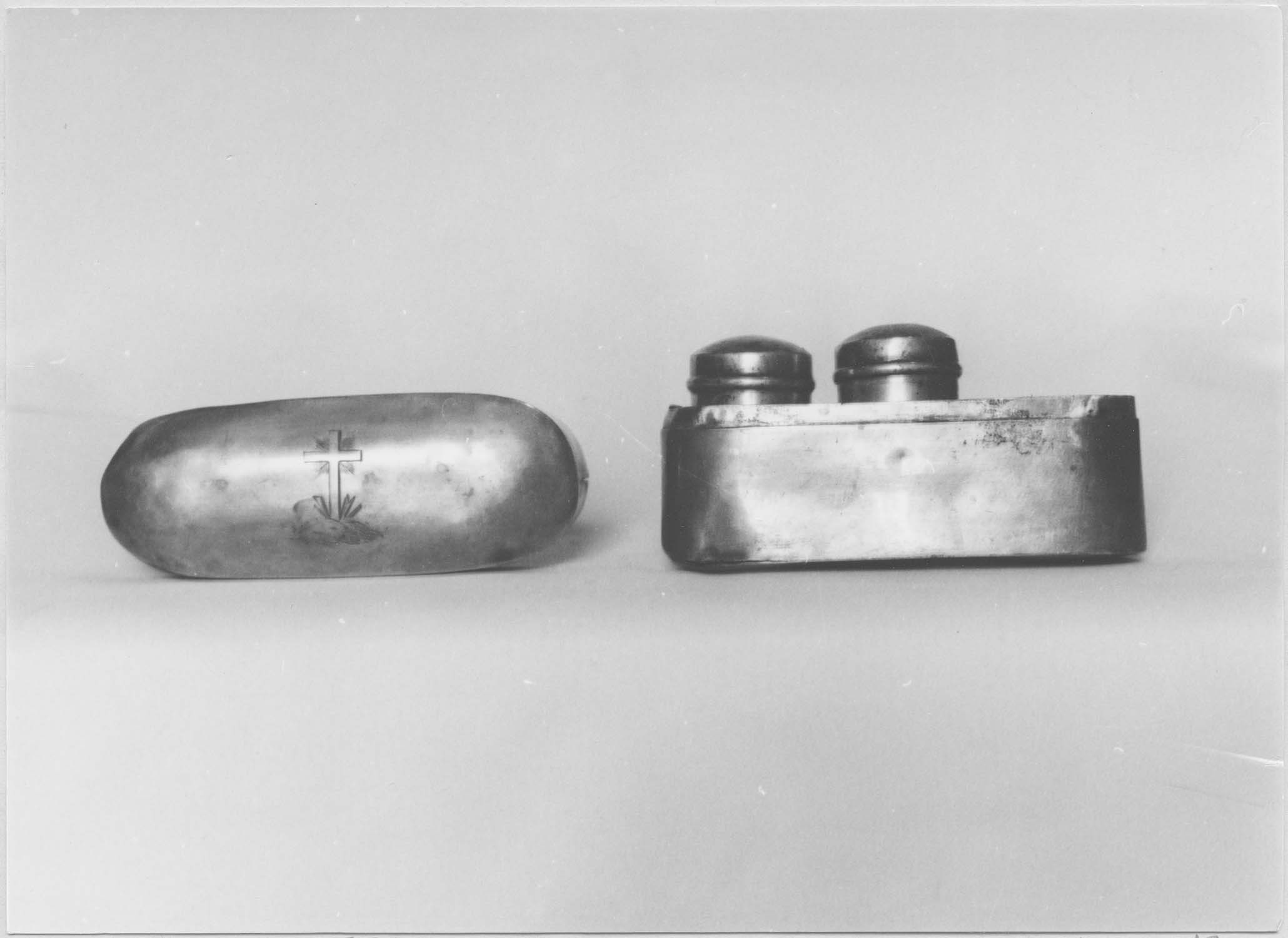 Coffret aux saintes huiles (boîte aux saintes huiles ou chrémeau), vue générale