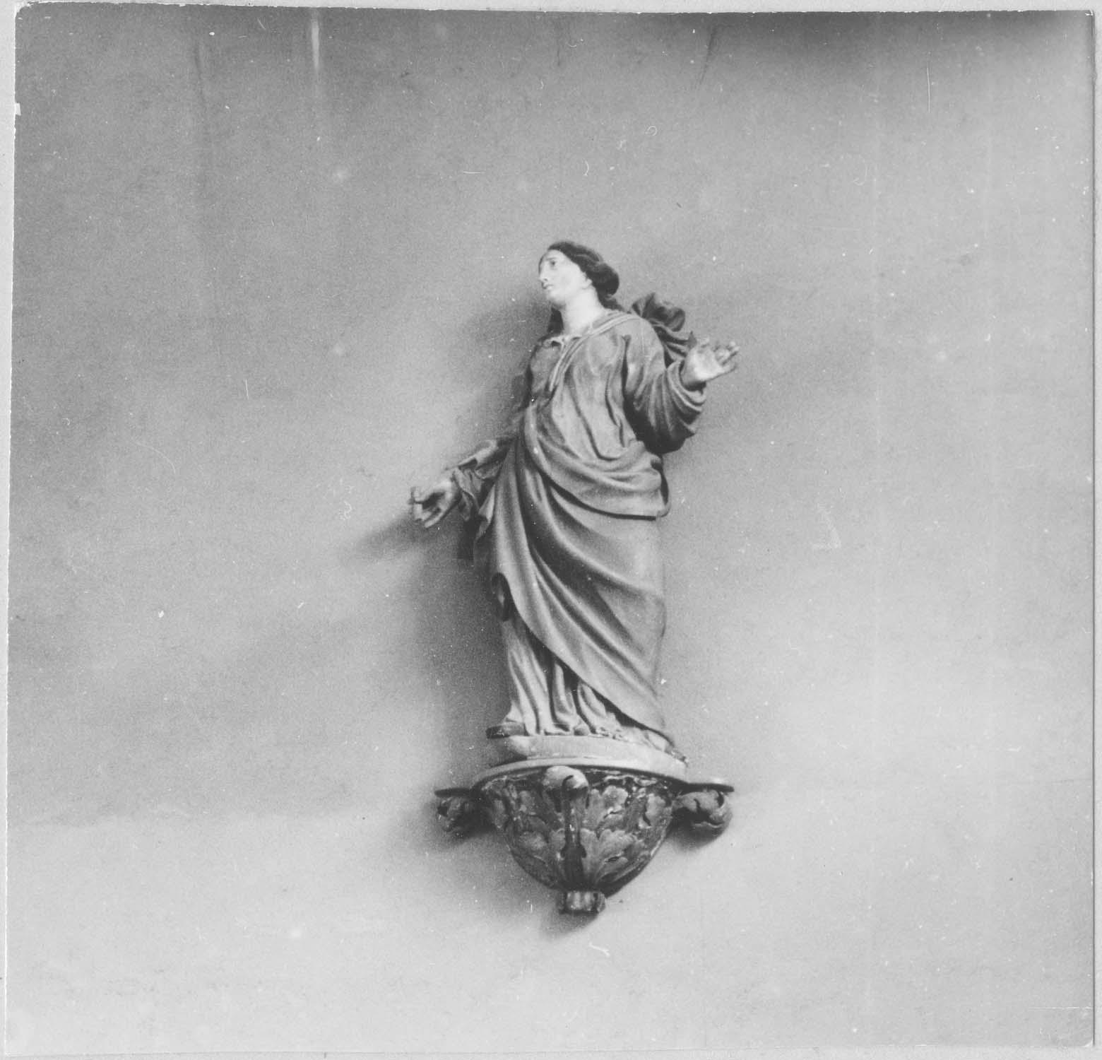 statue : Vierge, piédestal, vue générale