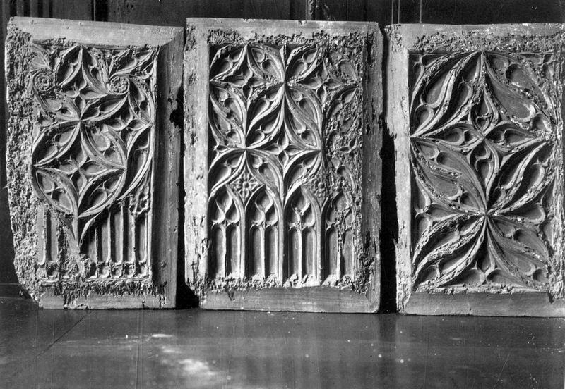 3 reliefs (panneaux sculptés)