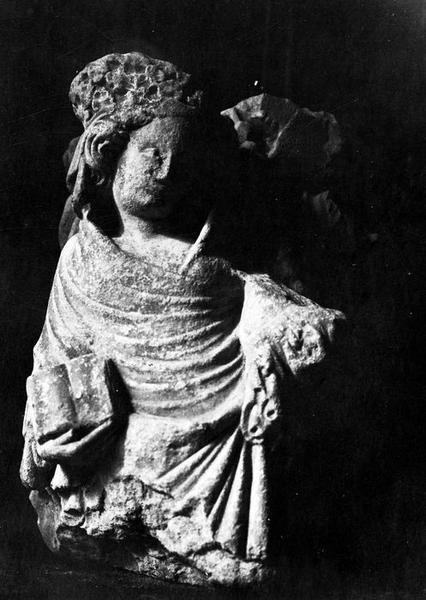 groupe sculpté (fragment) : Vierge à l'Enfant et sainte Anne, vue générale