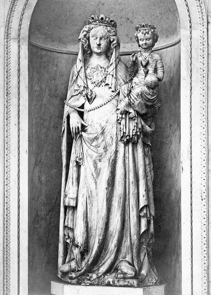 statue (grandeur nature) : Vierge à l'Enfant, vue générale